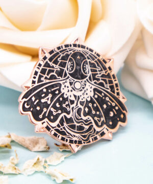 A beautiful enamel pin with black pearlescent enamel and raised outlines with rose gold plating. The enamel pin features a stylised Mariana Trench Snailfish: one of the deepest living fish known to man. The rose gold plating compliments the pearlescent enamel well, giving this enamel pin a stunning vintage aesthetic.