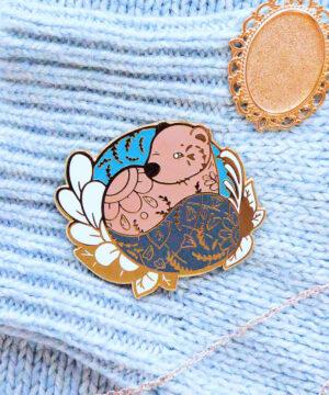 Gold Winter Eurasian Beaver Enamel Pin