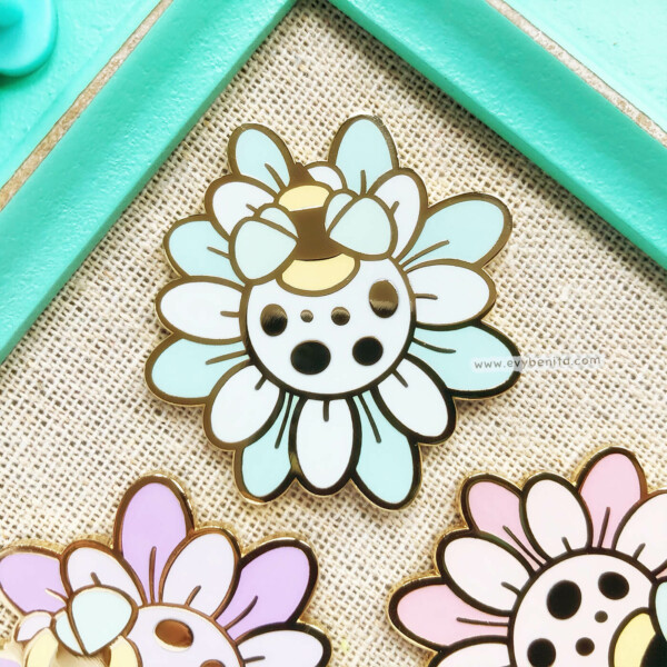 Kawaii flower and bee accessories by Evy Benita